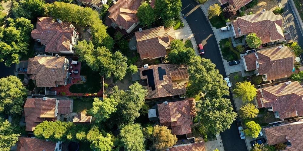 panele fotowoltaiczne na dachach